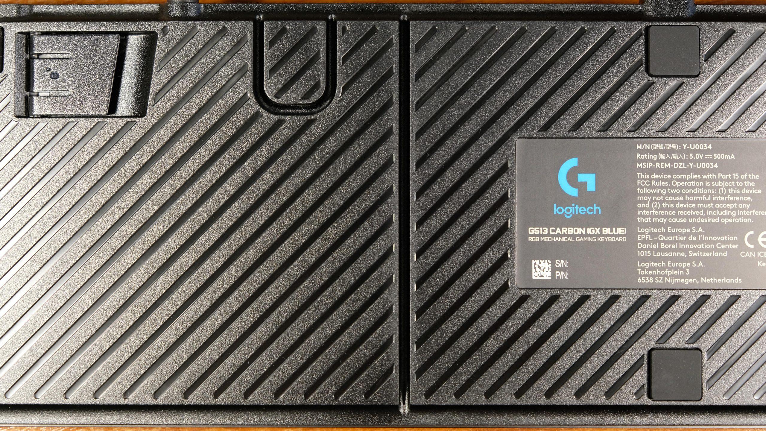 Logitech G513 Carbon Arkasındaki Kanal