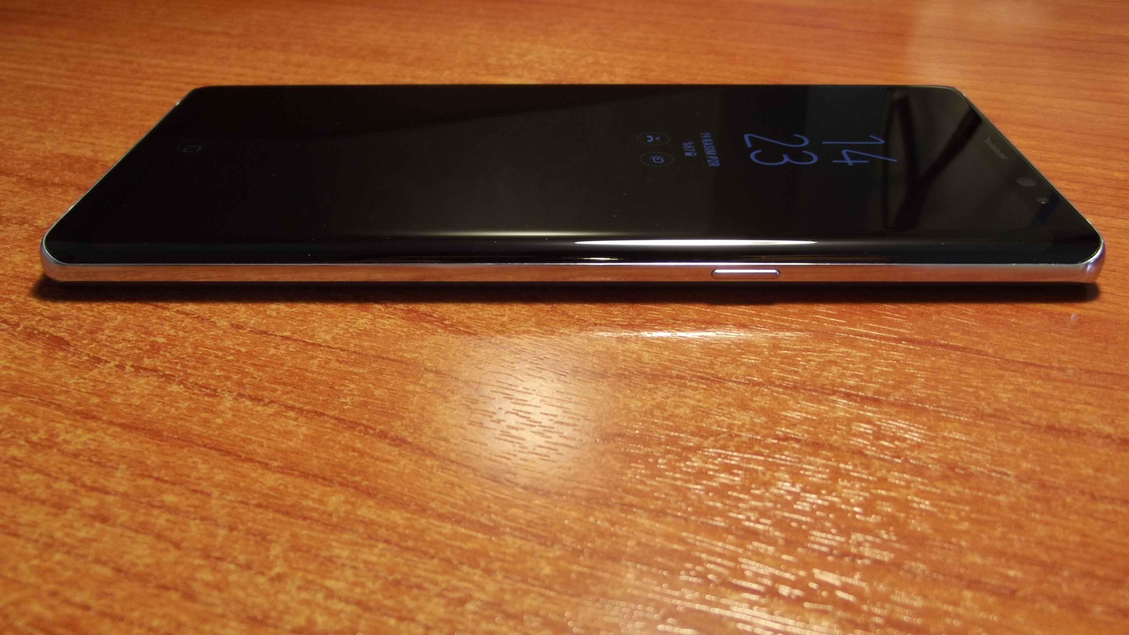 Samsung Galaxy Note 8 Sağ Kısmı